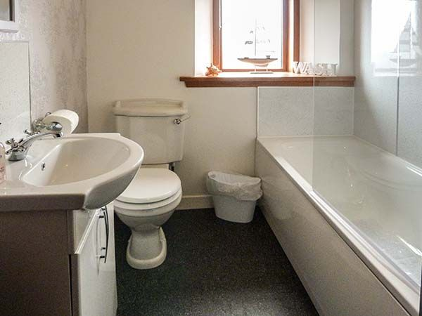 5.-Bathroom-full-view
